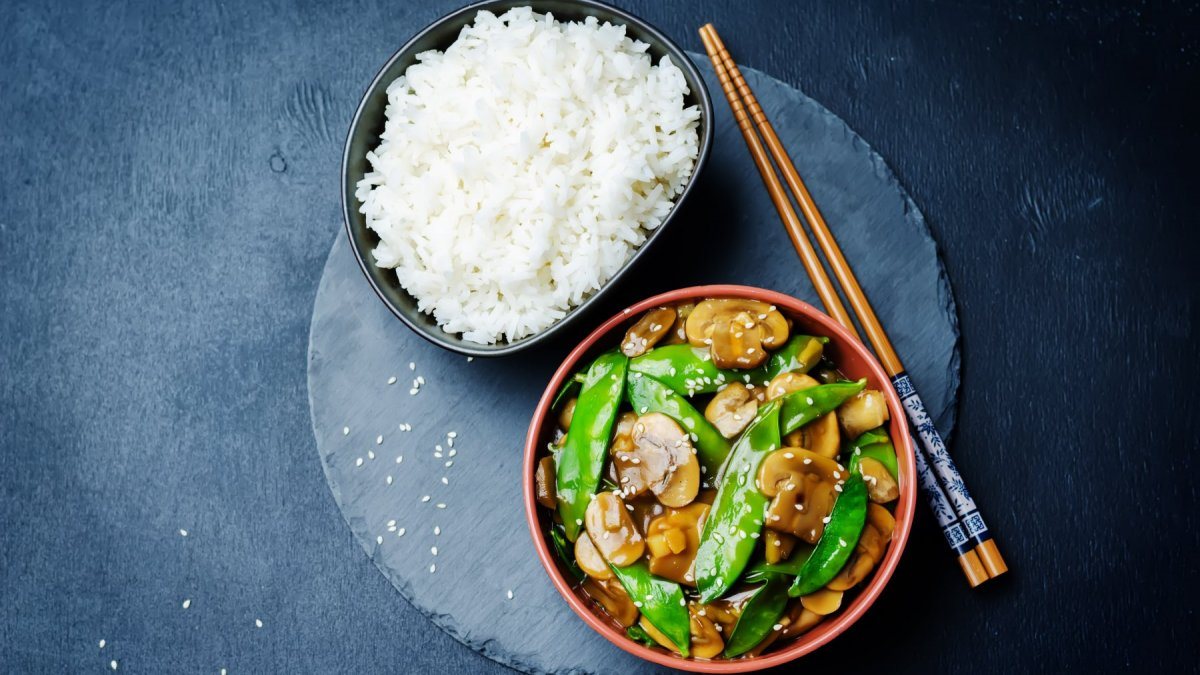 Mushrooms Stir-fry in Spicy Oyster Sauce